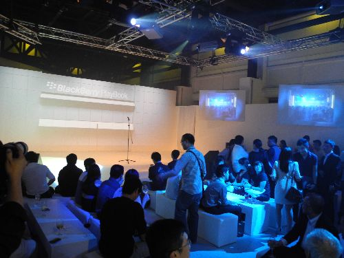 Guests consisting of bloggers, partners and Telco representatives mingling before the start of the event