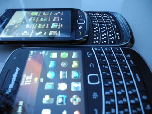 My Torch 9800 side-by-side with the Bold 9900