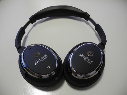 Full-size ear cups with soft cushions